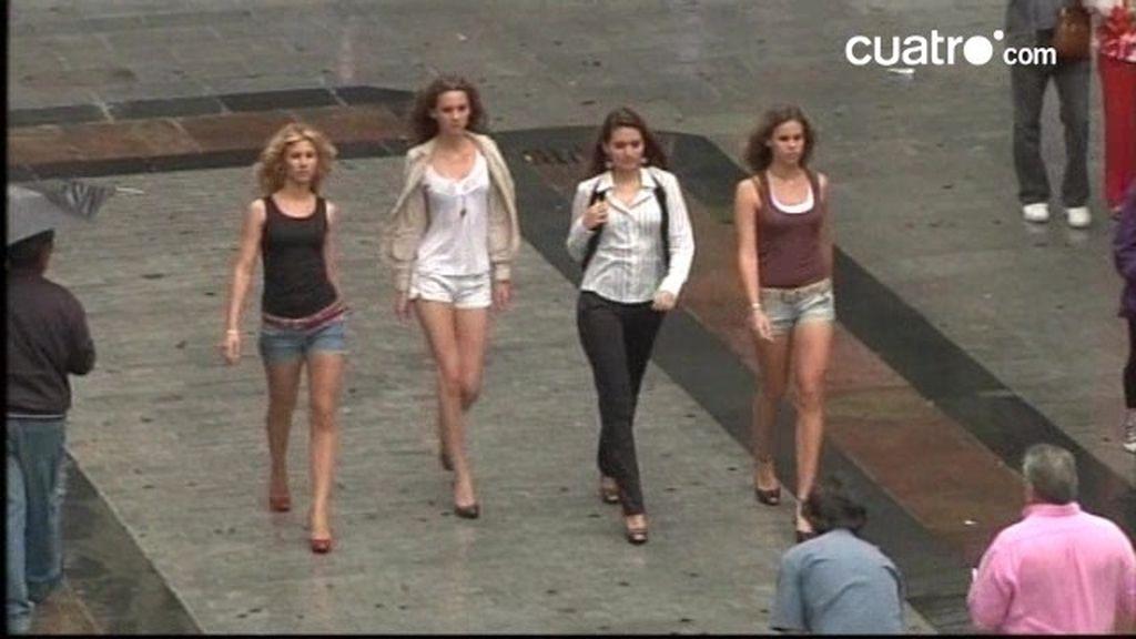 Preciados: Modelos profesionales desfilan bajo la lluvia