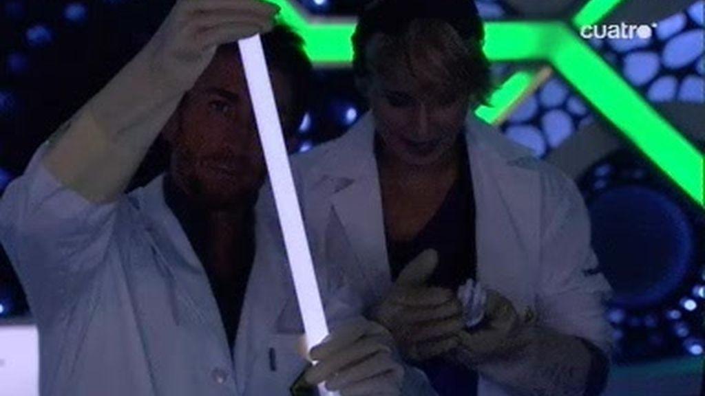 Cómo hacer que un fluorescente se ilumine sin conectarse a la luz