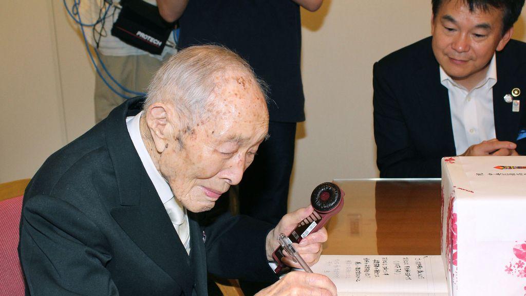 Un japonés de 111 años reconocido como el más viejo del mundo por el 'Guinness World Record'