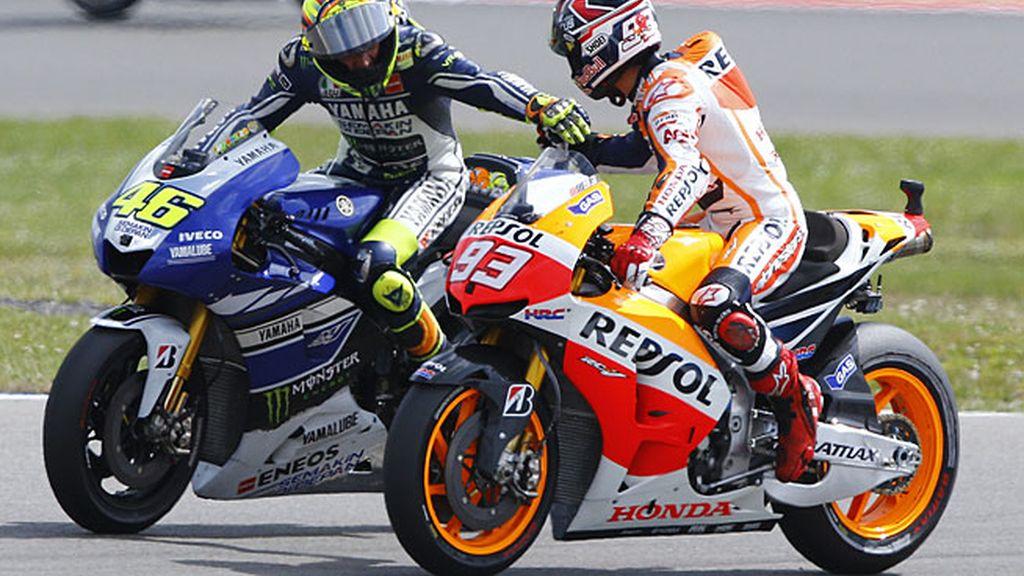 Márquez felicita a Rossi por la victoria