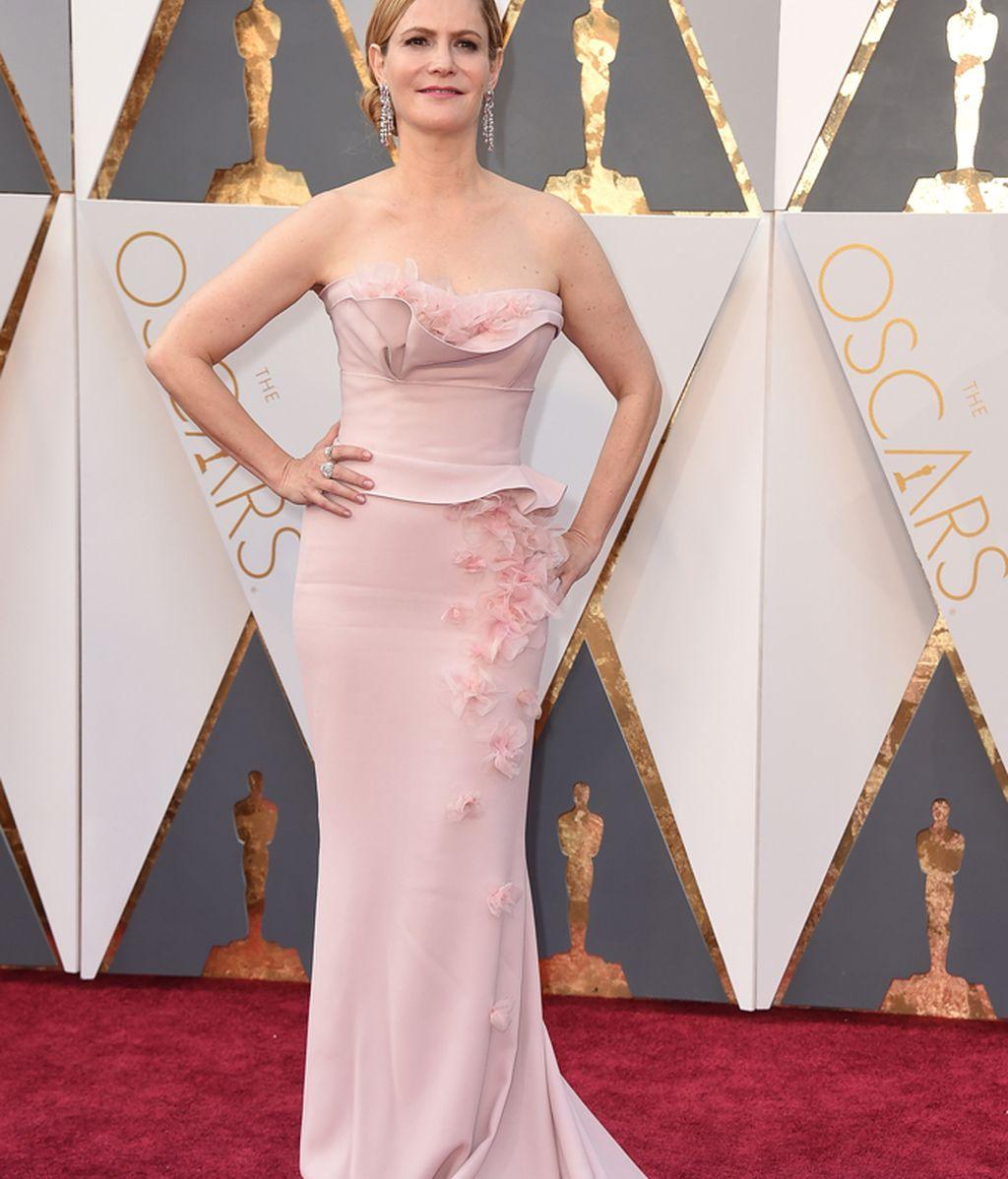 Jennifer Jason Leigh vestida de Rodarte