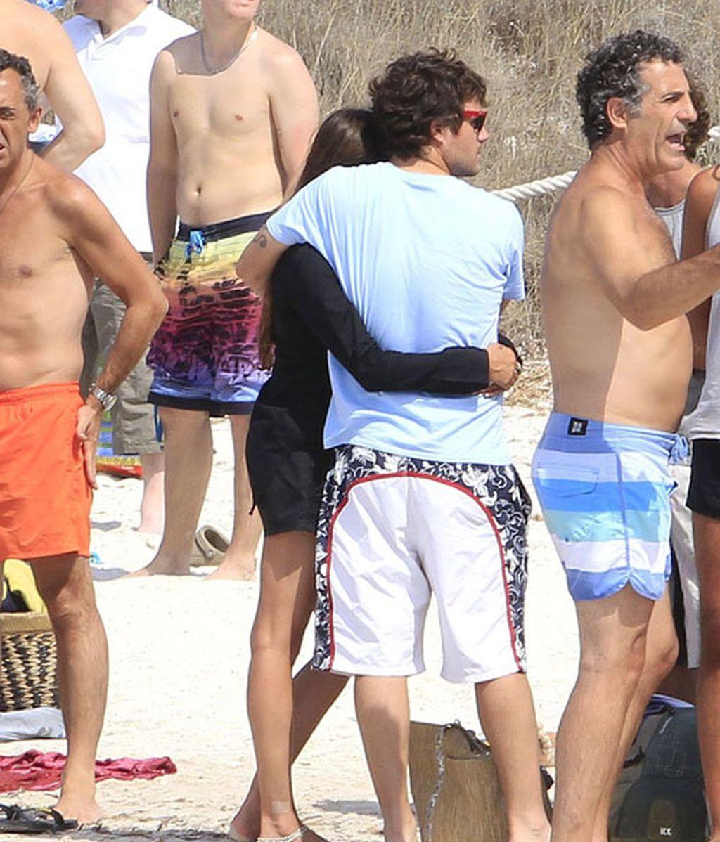 Dani Martin, de vacaciones en Formentera con su novia y unos amigos