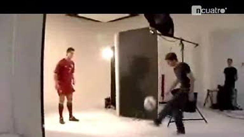 Mano a mano de malabares con Cristiano Ronaldo