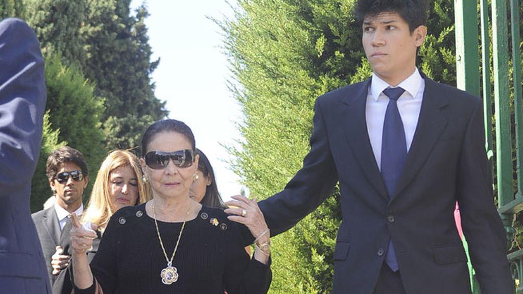 Beatriz, la madre de Isabel Preysler, ha acompañado a su hija en todo momento