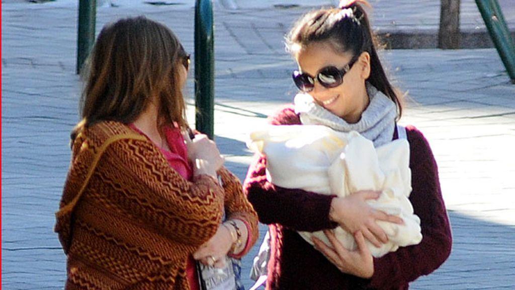 La madre de Julia ha venido de Argentina por el nacimento de su nieta