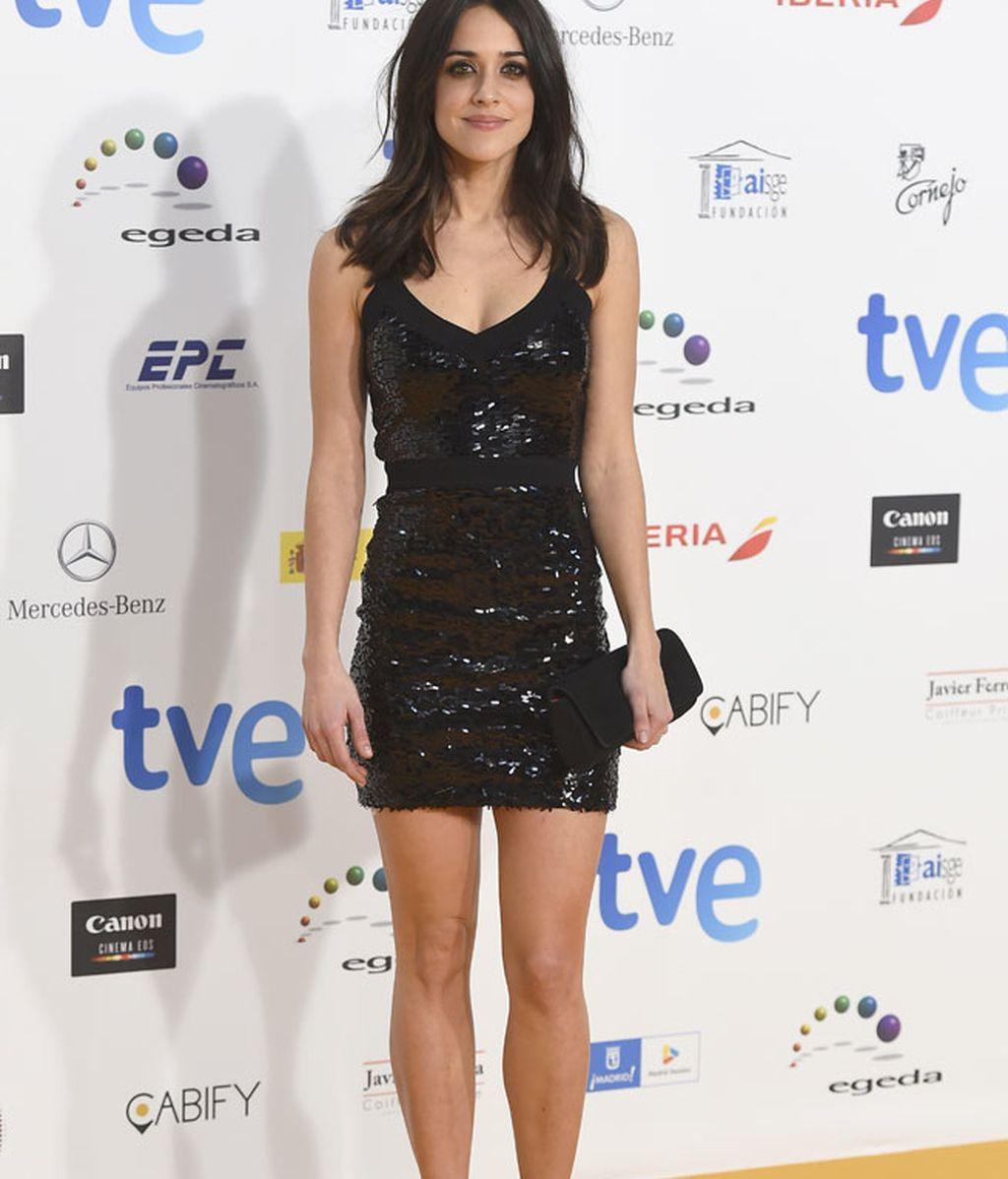 Macarena García lució un mini vestido negro