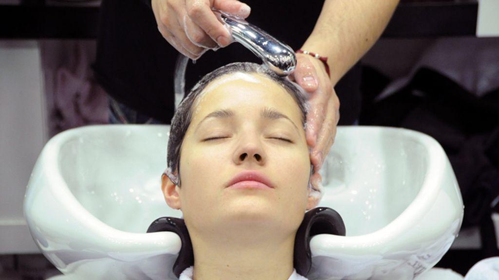 El lavado de cabeza, uno de los pocos momentos de relax de Malena en el día de los Goya