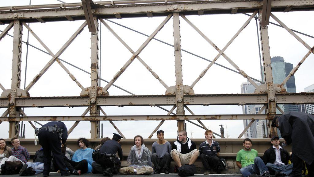 La policía ha detenido a más de 700 personas por su participación en una marcha por el puente de Brooklyn