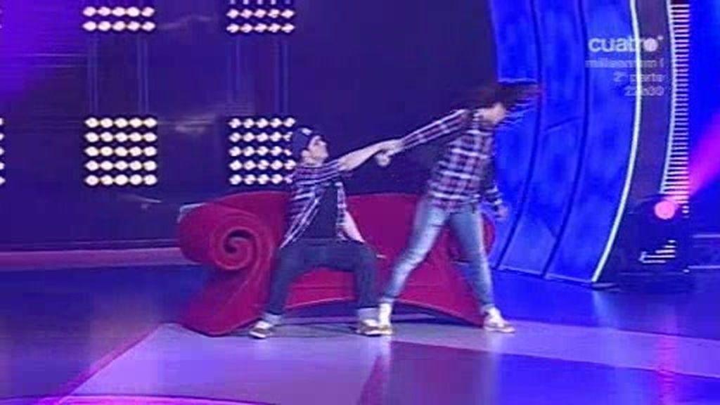 Didi y Aarón bailan juntos...pero sólo aprueba uno
