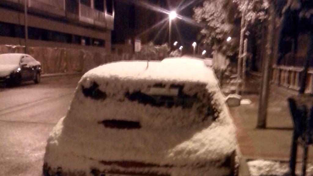 Coches nevados en las calles de la capital