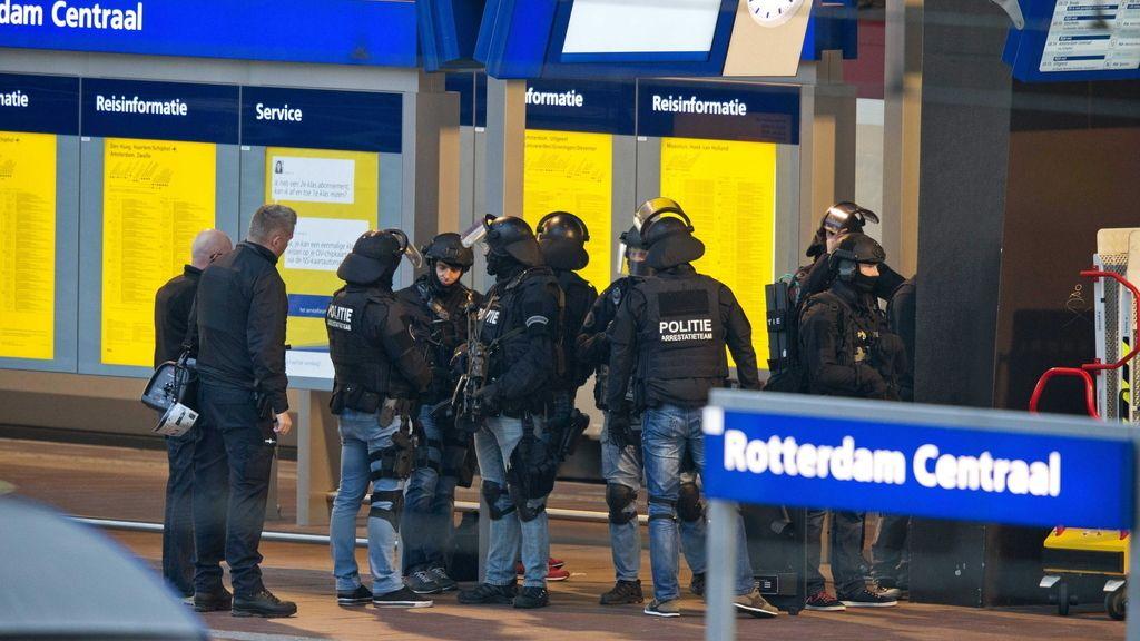 Evacúan un tren en la estación de Rotterdam después de que un hombre se encerrase en el baño