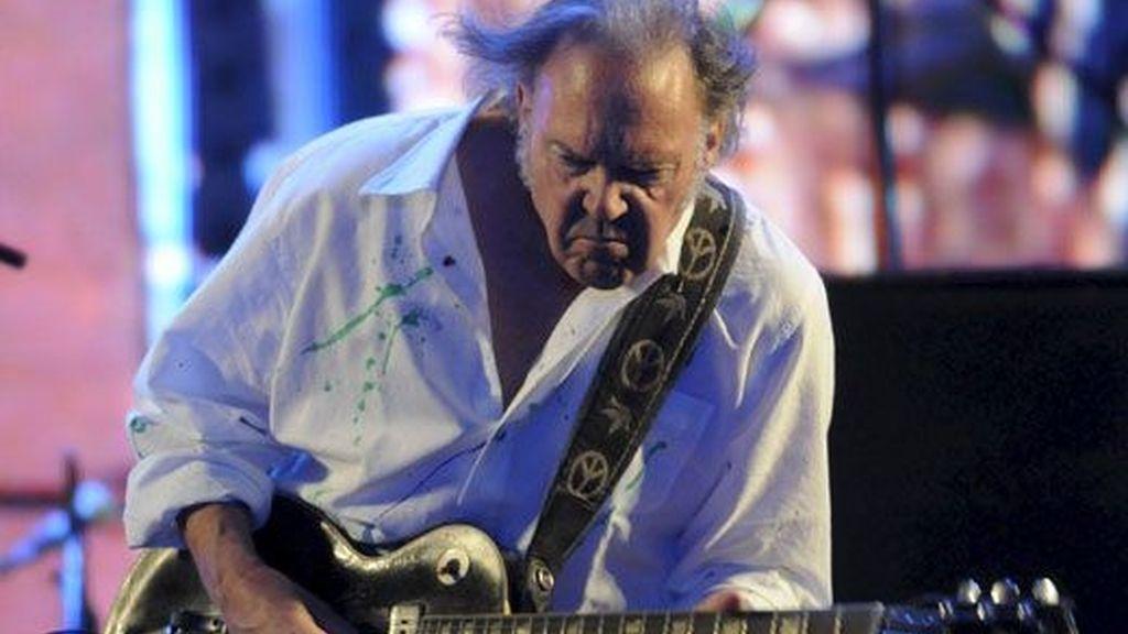 Neil Young cerró con emociones la primera noche de Rock in Río, Madrid ante 50.000 espectadores. Vídeo: ATLAS