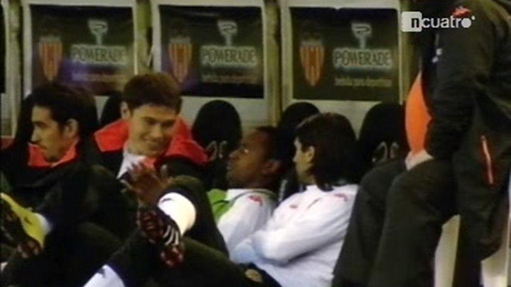 Miguel imita a Emery, su entrenador