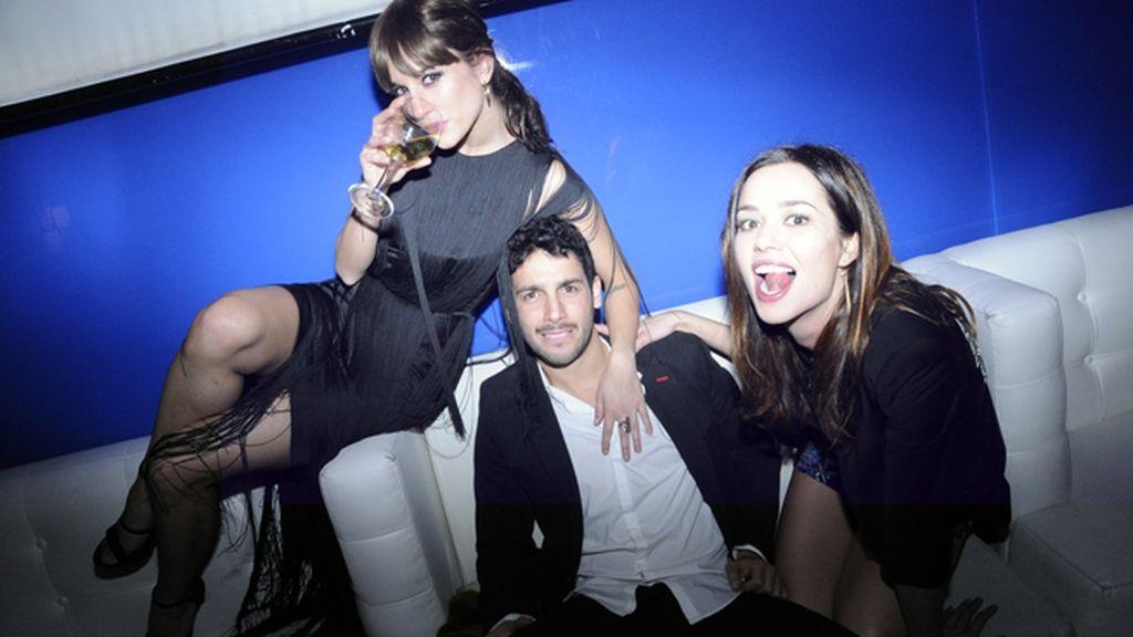 Silvia Alonso, Jonás Berami y Dafne Fernández