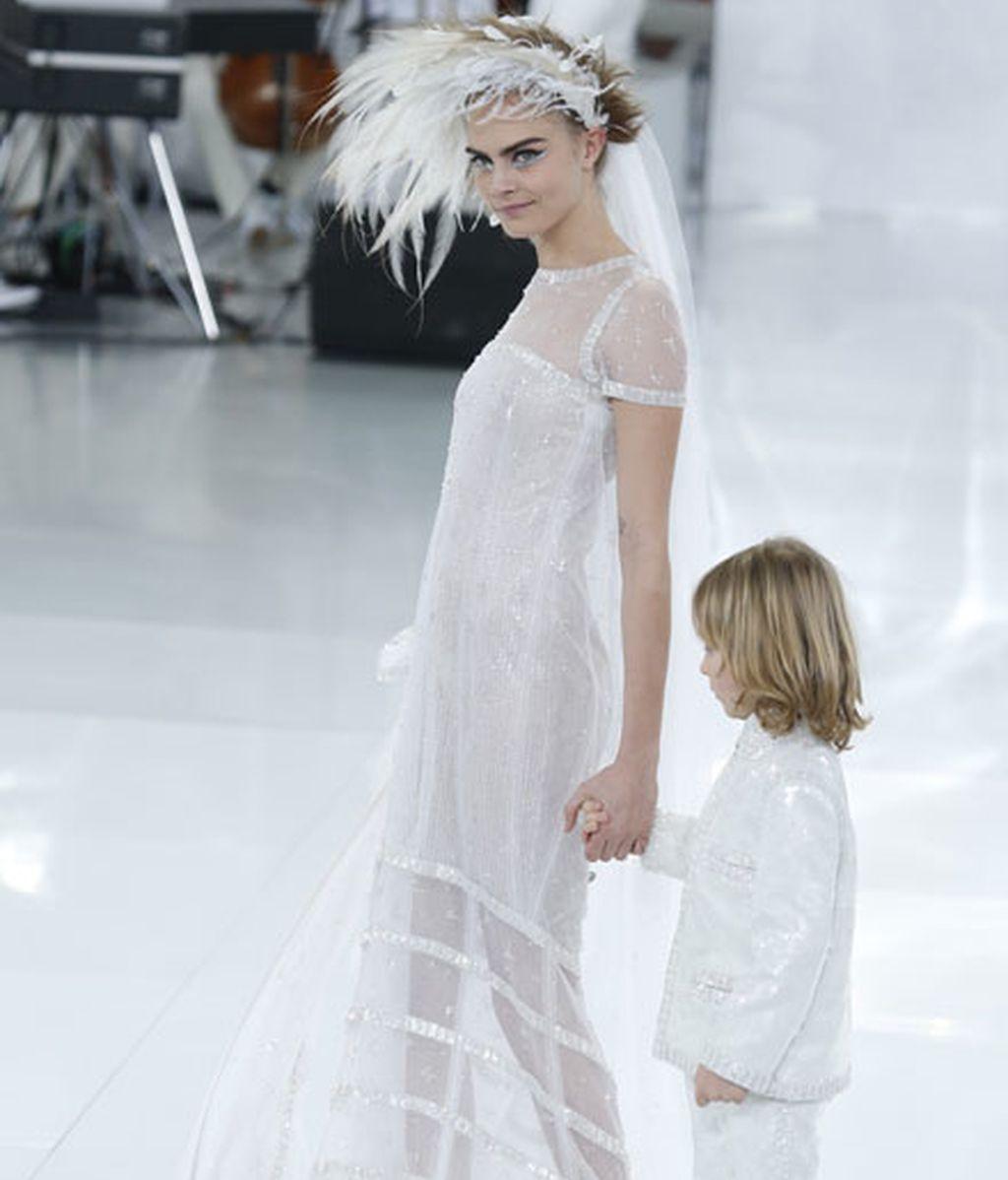 La musa de Karl Lagerfeld desafía los cánones