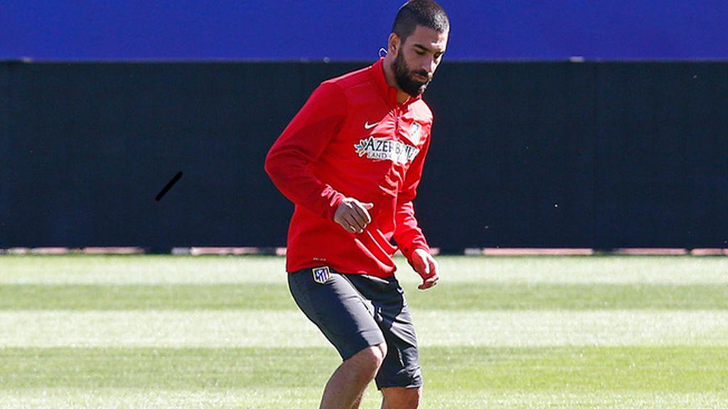 Turan regresa al grupo y apunta al Chelsea