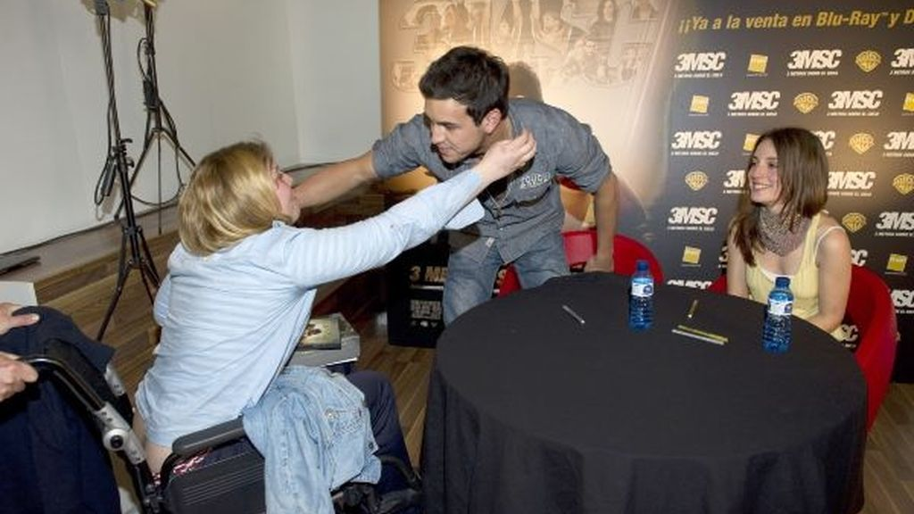 Mario Casas complace a sus fans