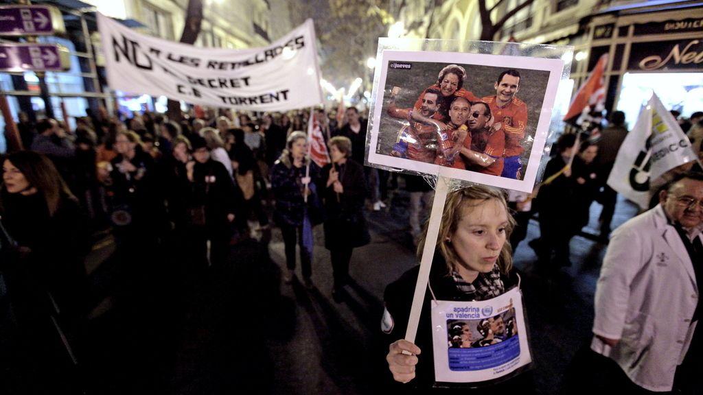Miles de valencianos se manifiestan en defensa de los servicios públicos