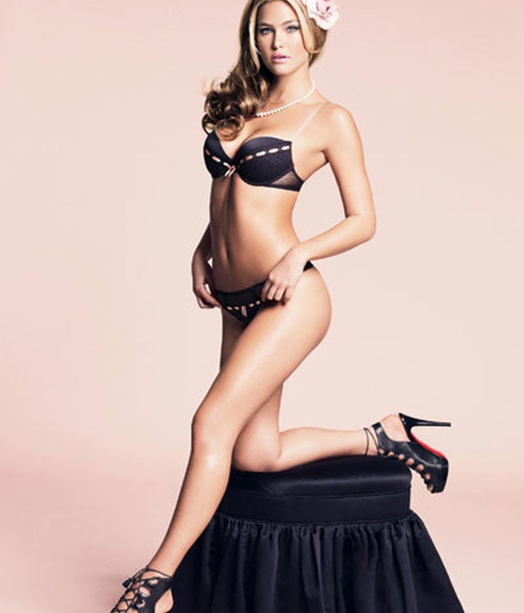 La novia de DiCaprio se prueba sujetadores