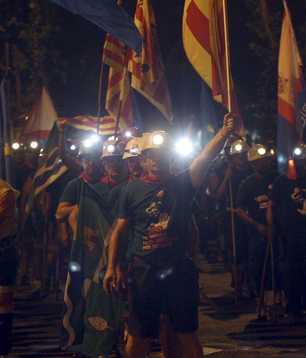 Las banderas de los distintos puntos de origen de los mineros han ondeado durante toda la noche