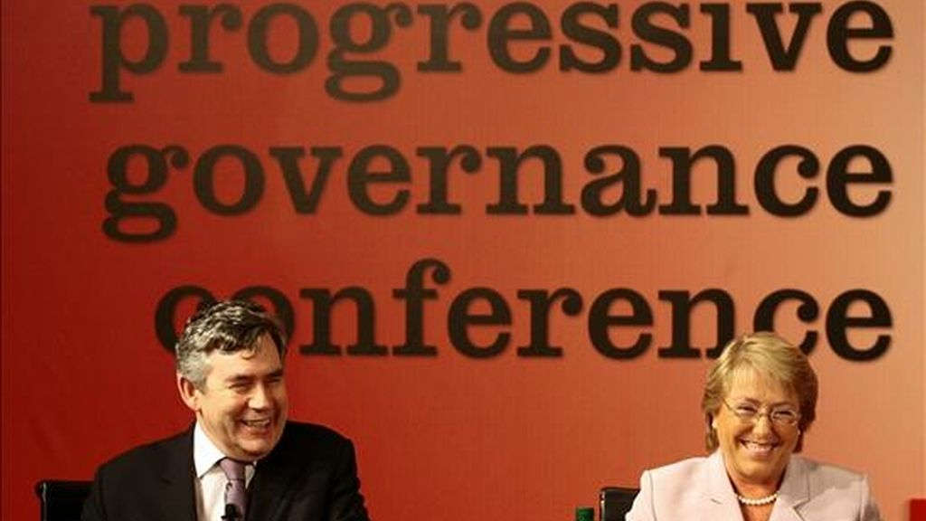 """La presidenta de Chile, Michelle Bachelet, y el primer primer ministro británico, Gordon Brown, participan del """"Seminario Internacional Progresista 2009"""" en Viña del Mar, a 120 kilómetros al noroeste de Santiago (Chile). EFE"""