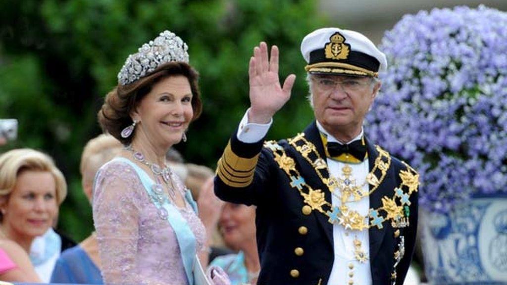 Saludo de los Reyes de Suecia desde el balcón