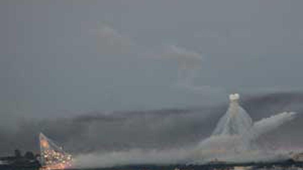 Una columna de humo en el horizonte durante un ataque de la artillería israelí en Gaza visto desde la frontera israelí con la franja de Gaza. Foto: EFE