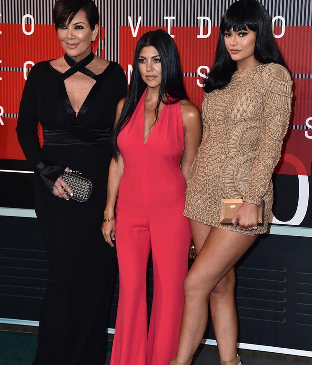 Kris Jenner, Kourtney Kardashian y Kylie Jenner, ésta de Balmain
