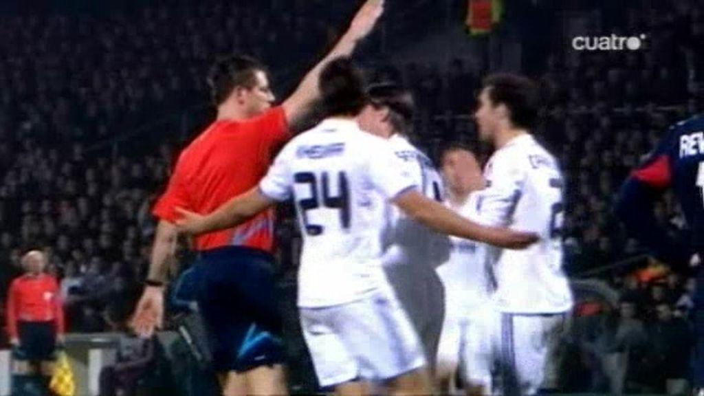 ¿Para qué valen tantos arbitros si no ven los penaltis claros?