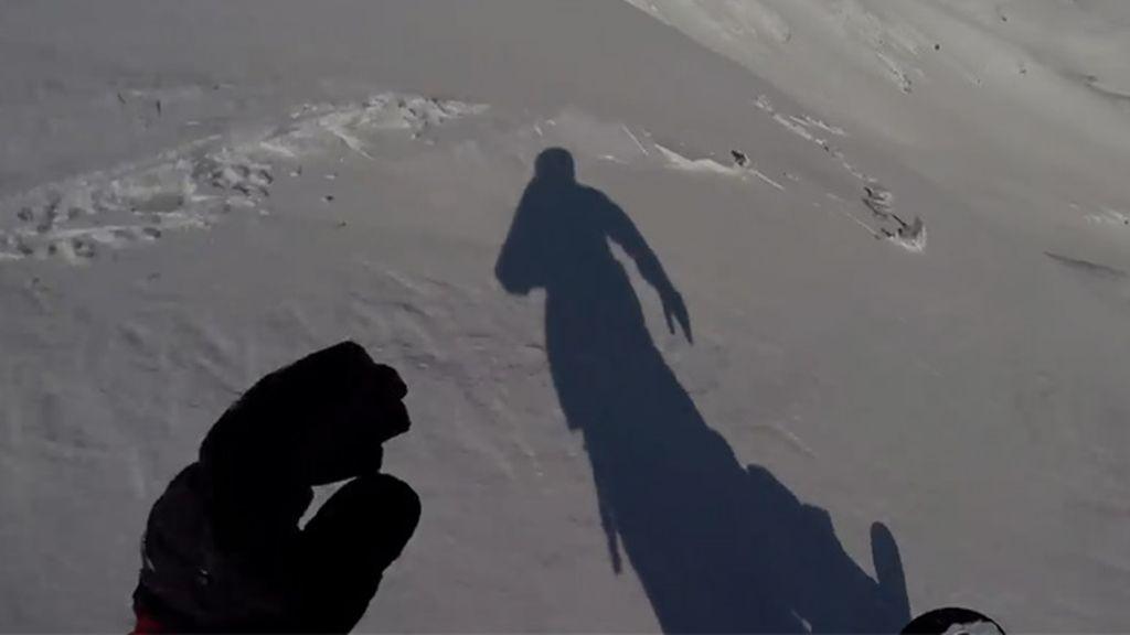 Graba con su GoPro el momento antes de una avalancha