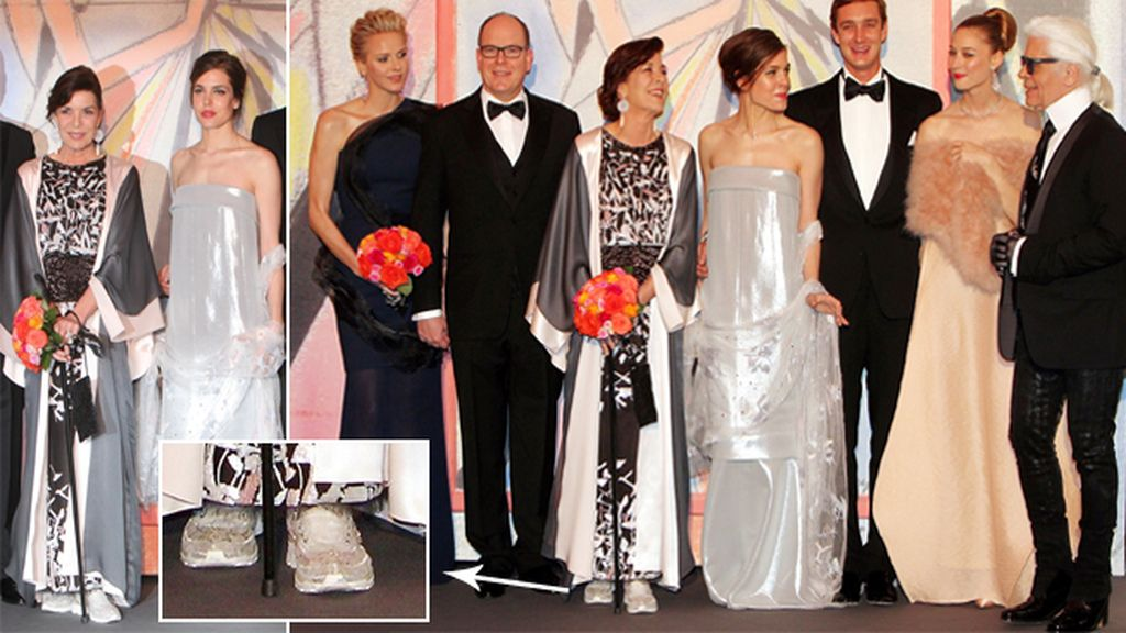 Carolina de Mónaco sorprende con un elegante vestido y unas deportivas