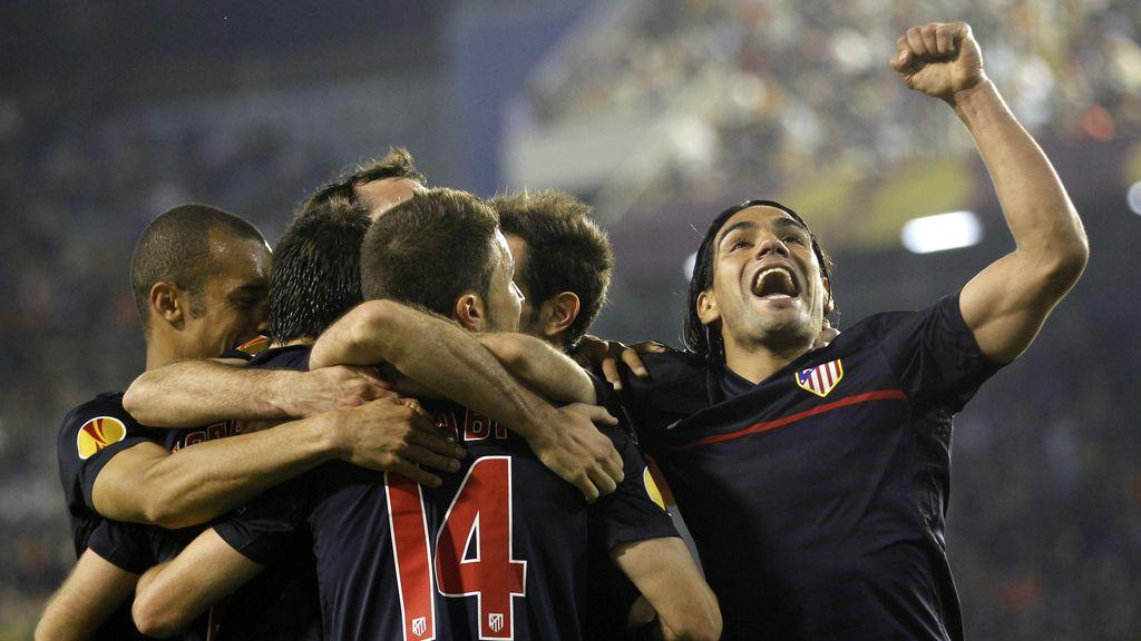 Piña del Atlético de Madrid celebrando el gol de Adrián