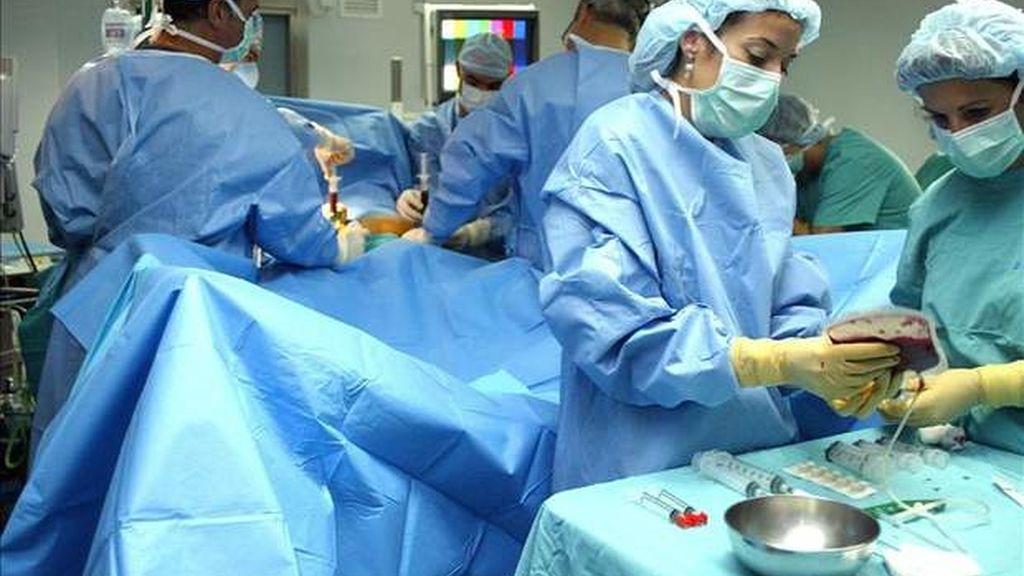 El tiempo de espera media para operarse en la sanidad pública sube de 76 a 100 días en seis meses