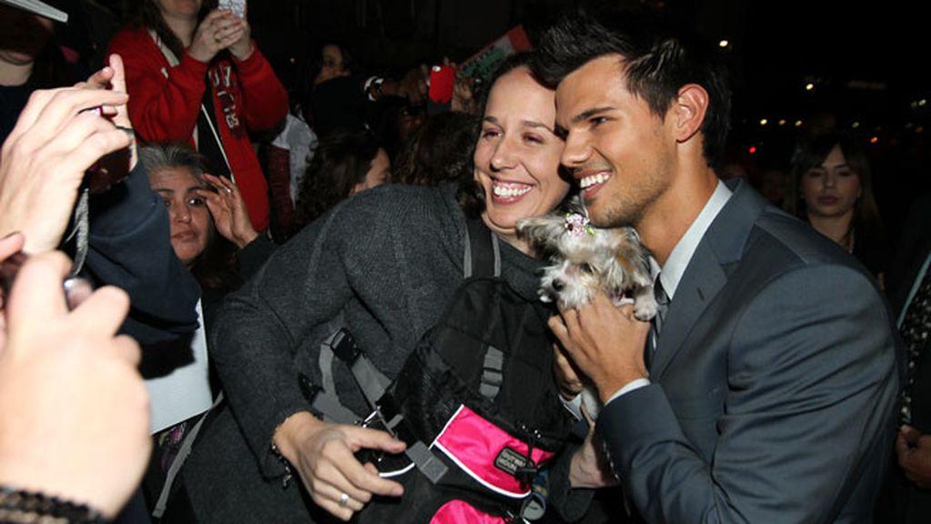 Taylor Lautner, divertido con sus fans