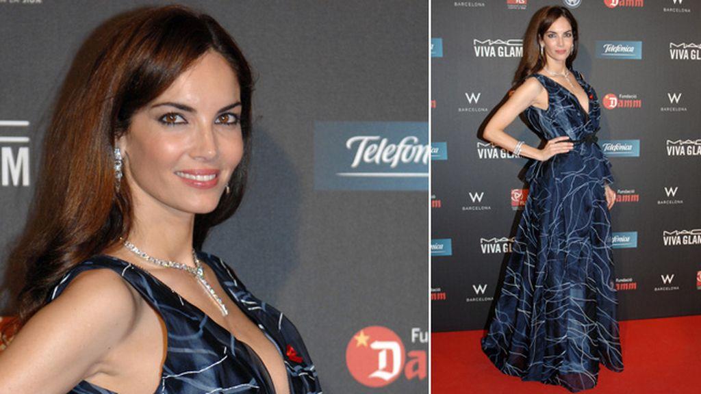 Eugenia Silva, de azul noche y escotazo