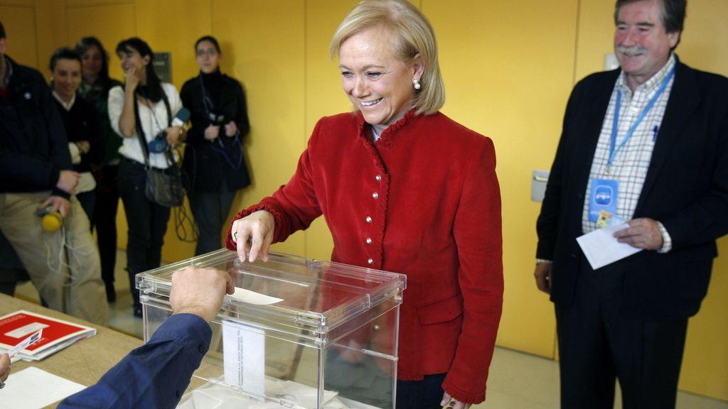 Mercedes Fernández vota en Gijón