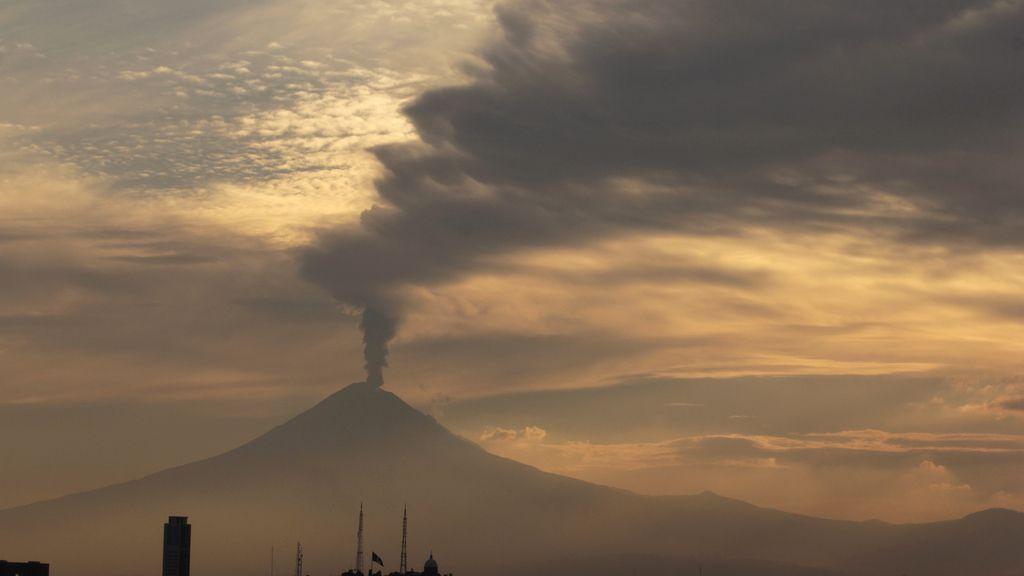 La nube de ceniza del volcán Popocatépetl