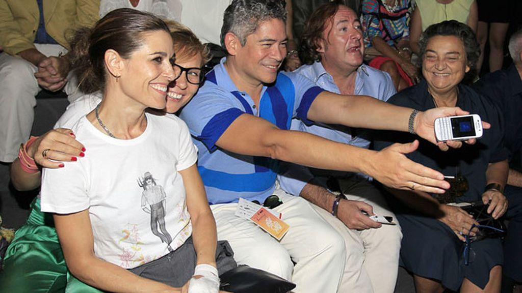 Raquel Sánchez Silva y Boris Izaguirre en el desfile de Ion Fiz y Juana Martín