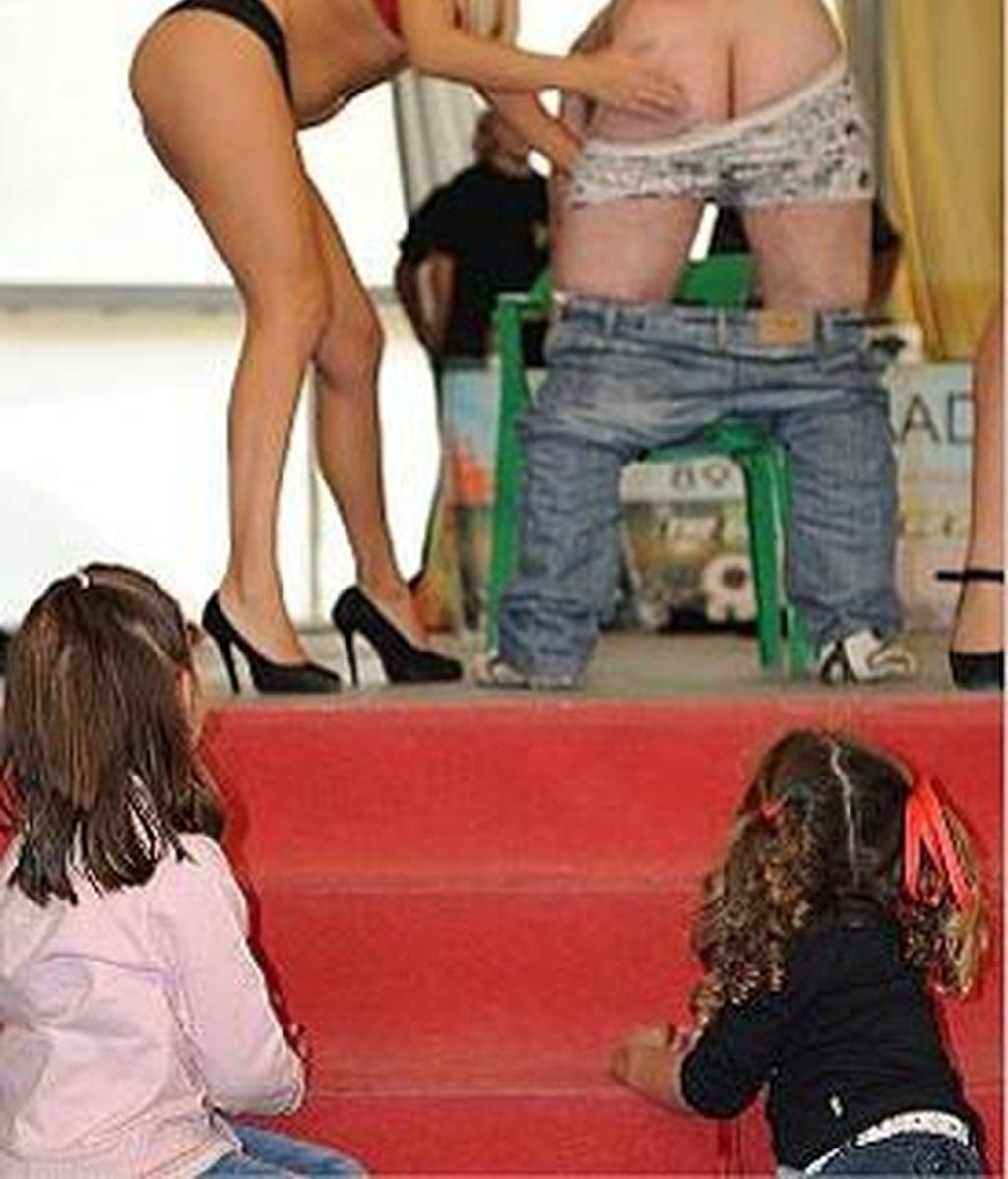 Las controvertidas imágenes de la 'fiesta erótica' a la que acudieron niños han salido hoy a la luz. Vídeo: Informativos Telecinco