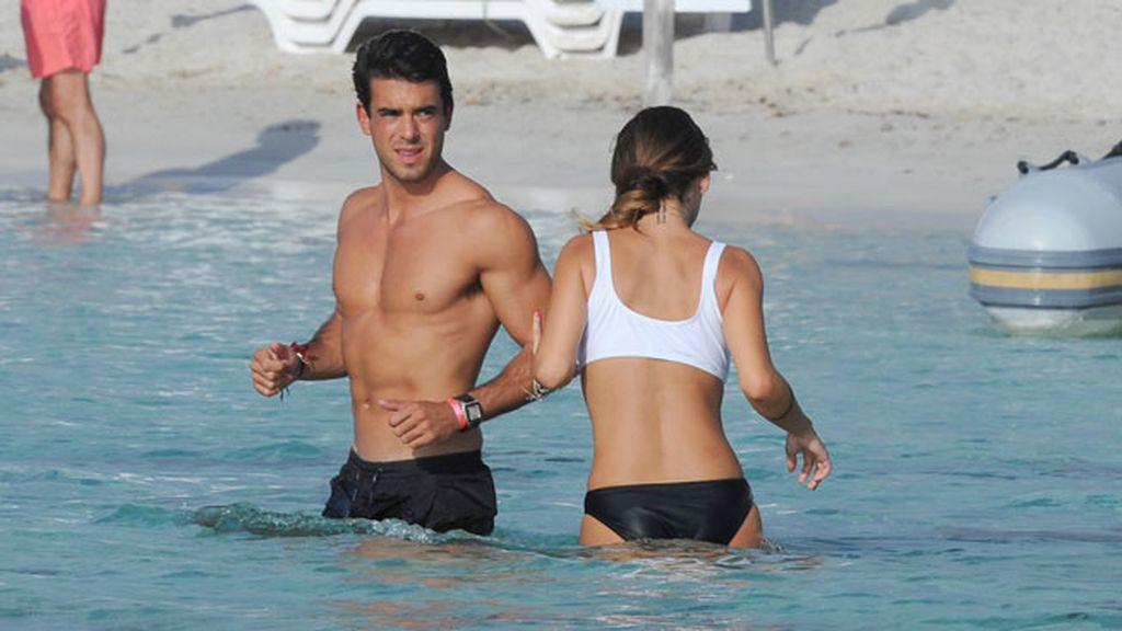 La pareja disfrutó de una jornada de amor y playa en Formentera