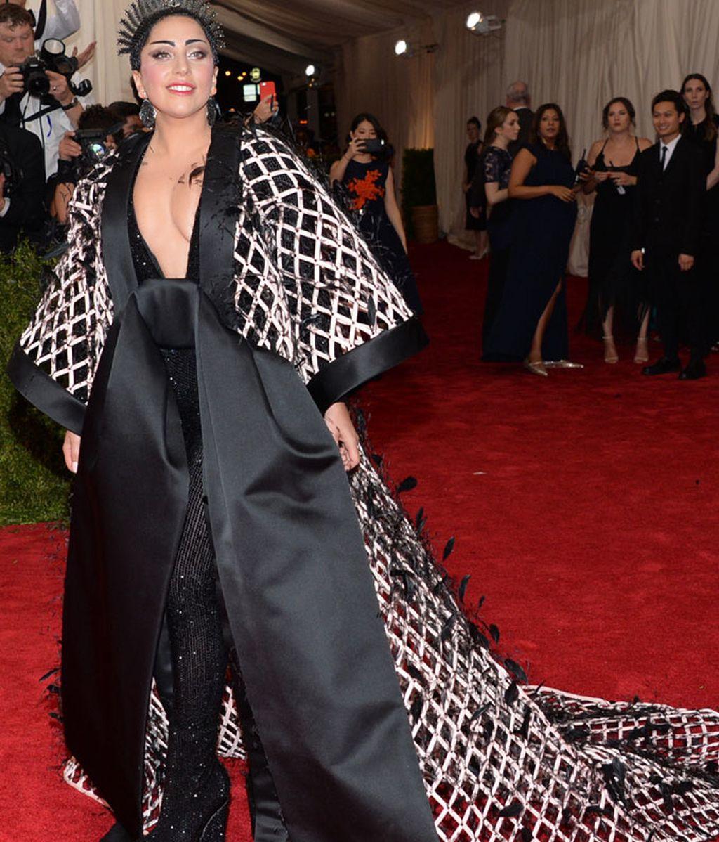 Lady Gaga vestida de Balenciaga