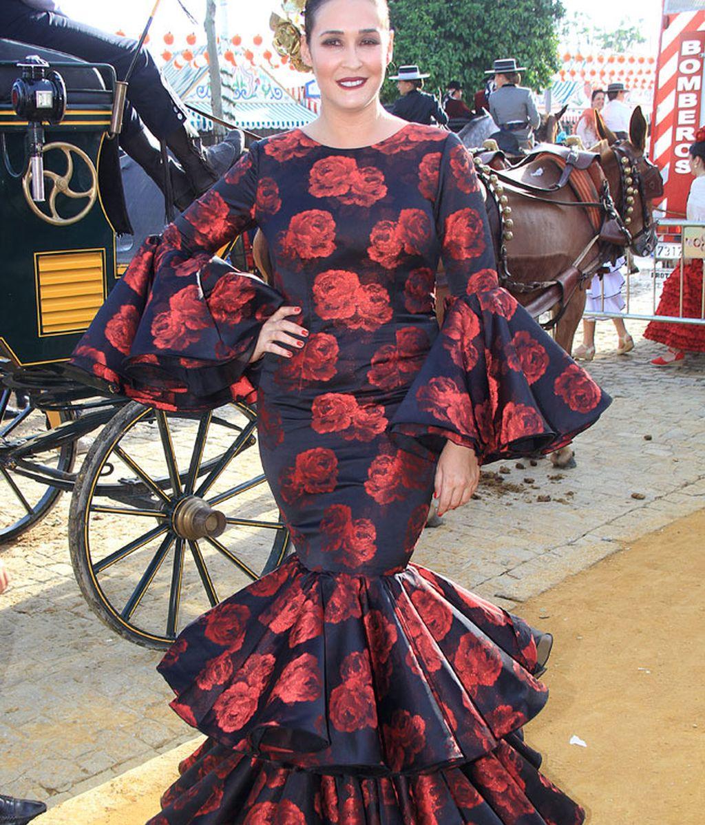 Vicky Martín Berrocal lució uno de sus diseños: vestido negro con rosas rojas