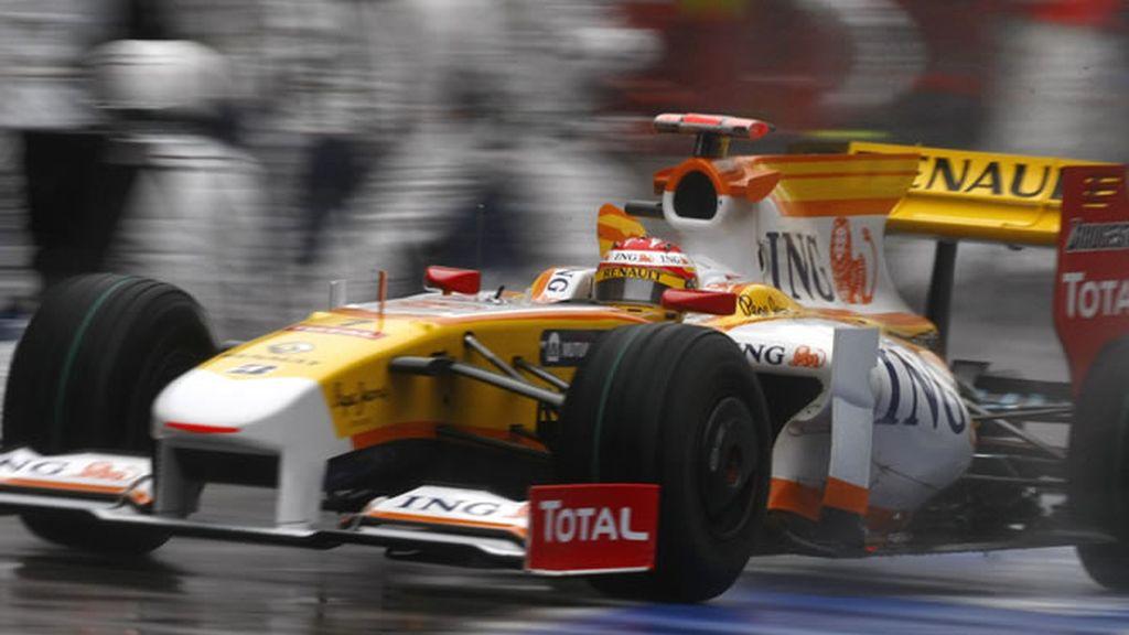 Alonso, de segundo a último puesto