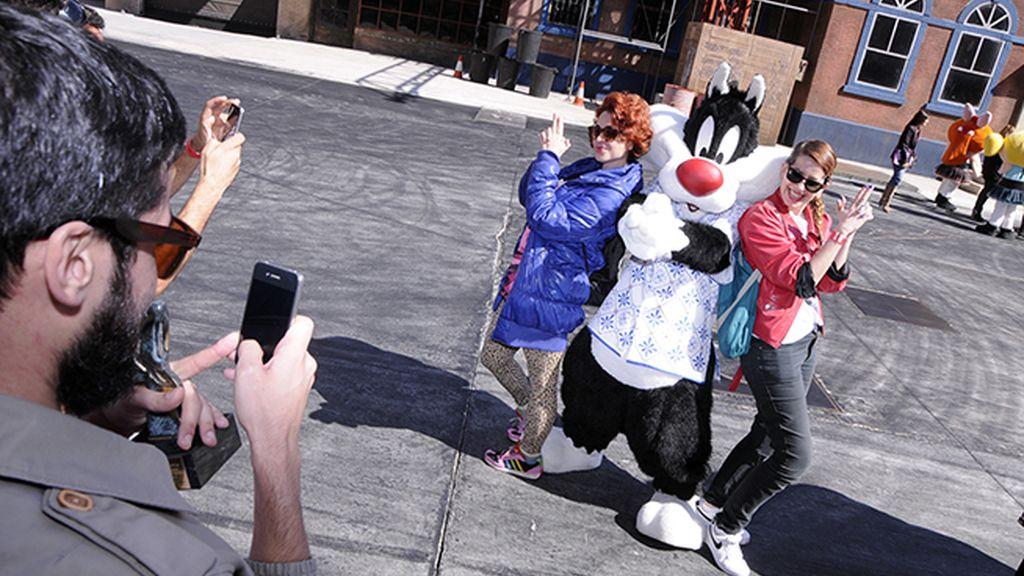 Moisés Nieto se encargó de fotografiar al gato Silvestre con sus fans