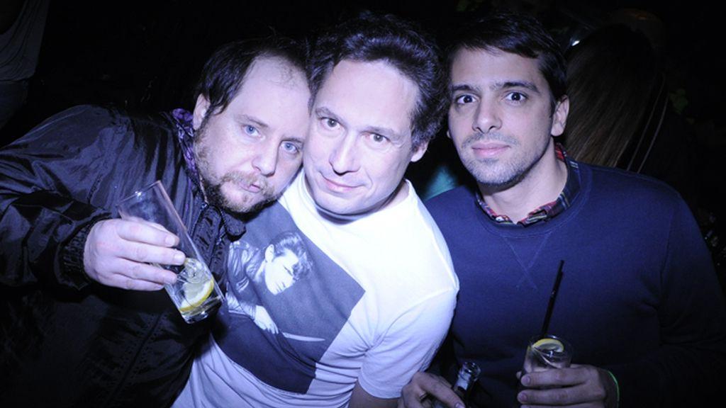 Javier Calvo celebra su 21 cumpleaños rodeado de sus compañeros de la tele
