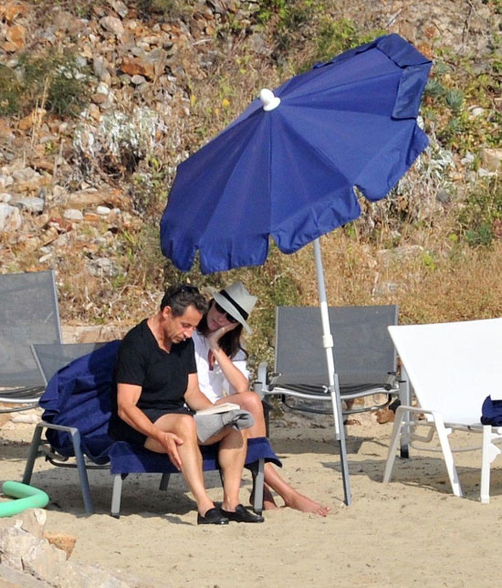 Carla Bruni y Nicolas Sarkozy, de lo más empalagosos