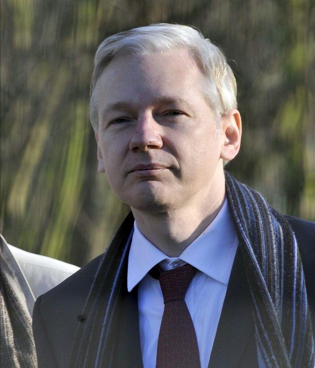 El futuro de Julian Assange (en la imagen), de 39 años, se decidirá el próximo 24 de febrero, después de que hoy se aplazara la fecha de la sentencia del proceso de extradición a Suecia para ser juzgado por sus presuntos delitos sexuales. EFE/Archivo