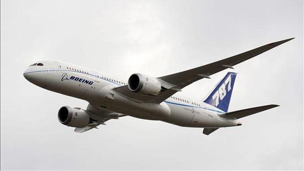 La firma indicó hoy que en 2010 entregó un total de 462 aviones comerciales, una cifra con la que dijo cumplir con sus objetivos, pero que es alrededor del 4% inferior a la de 2009. EFE/Archivo