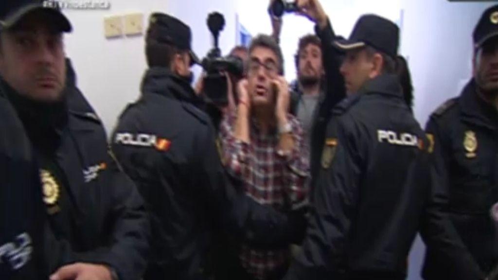La policía desaloja a los trabajadores por orden judicial