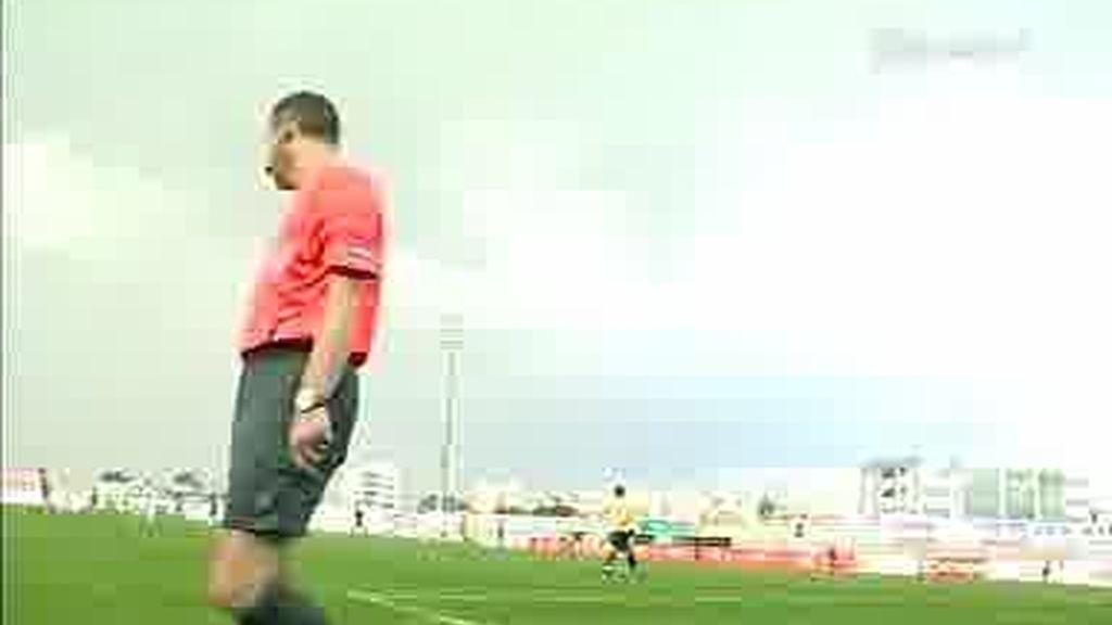 La UEFA estrena un 5º árbitro
